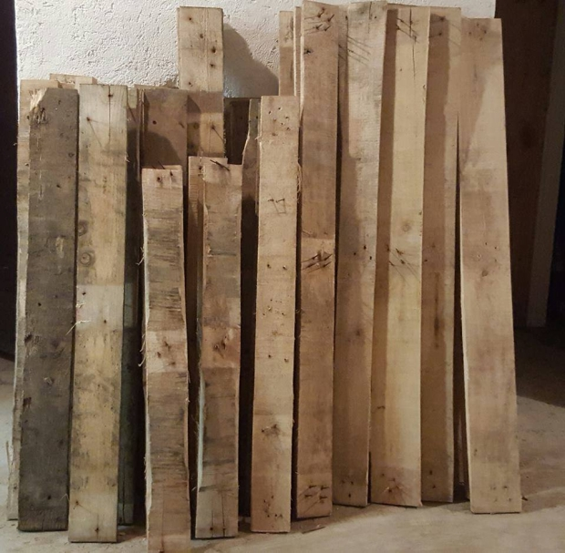 DIY Recycled Pallet Wardrobe