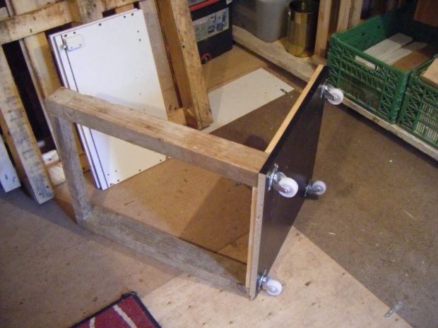 DIY Pallet TV Stand on Wheels | Pallet Ideas