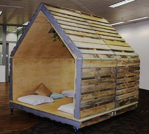 Houses for Dogs Made with Pallets Pallet Ideas Recycled
