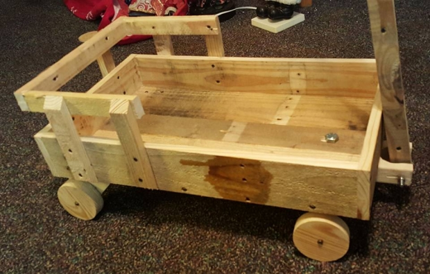wagon from scrap pallet boards