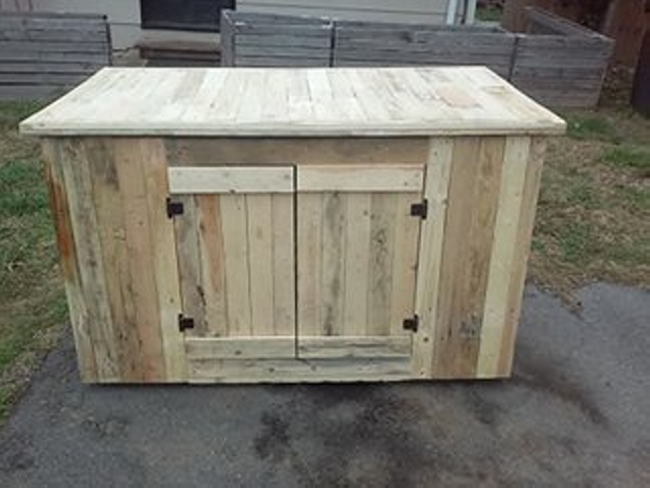 pallet counter desk with storage pallet ideas recycled. Black Bedroom Furniture Sets. Home Design Ideas