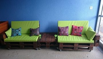 Wooden Pallet Lounge Couch