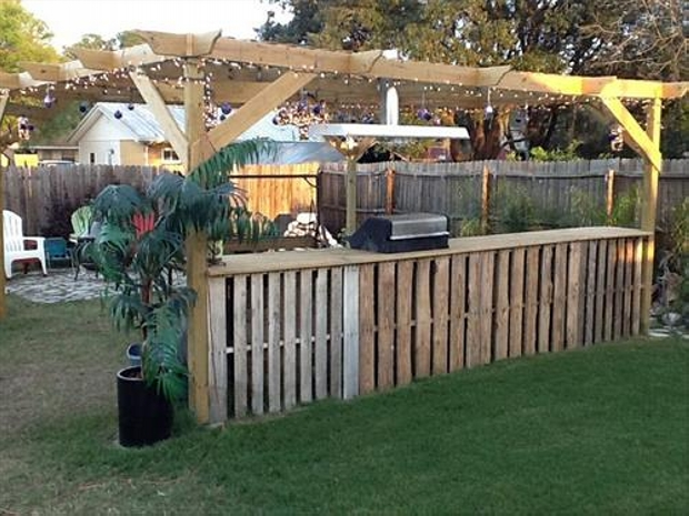 creative pallet patio bar