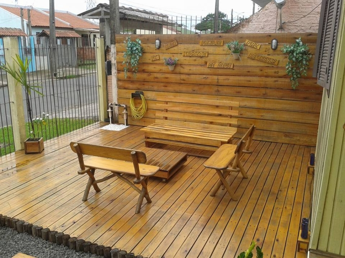 how to build a small deck with pallets