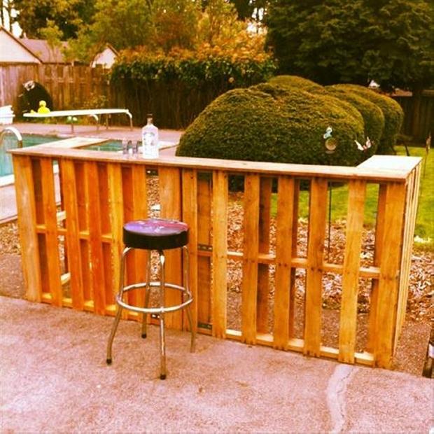 garden pallet bar