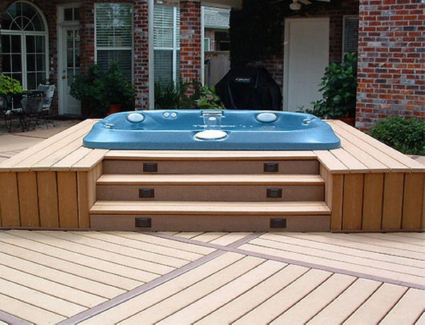 outdoor hot tub with pallet deck