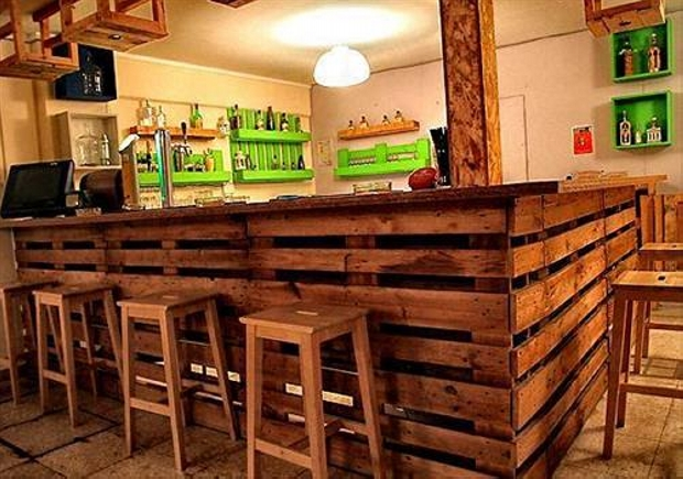 Recycled wood pallet bar ideas pallet ideas recycled for Lounge pictures designs