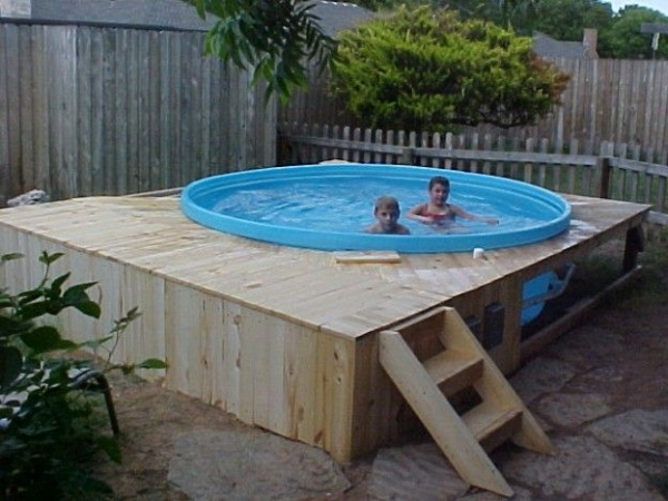 Pallet hot tub and pool deck ideas pallet ideas for Above ground pool decks with hot tub