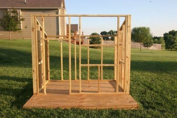 DIY Kid's Fort From Recycled Pallets | Pallet Ideas