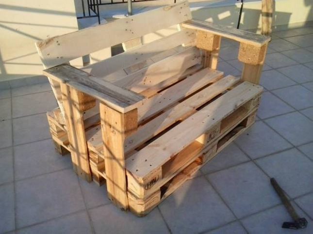 Armchairs from repurposed pallets wood pallet ideas for Repurposed pallet projects