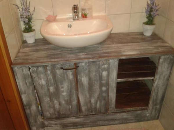 Using Old Pallets for Bathroom | Pallet Ideas