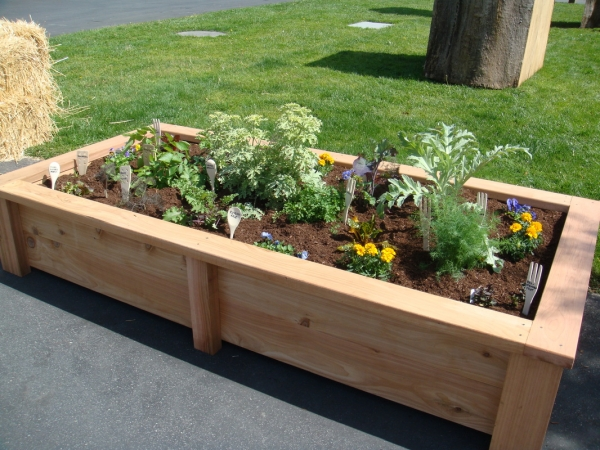 Pallet raised garden beds pallet ideas recycled for Raised bed garden designs plans