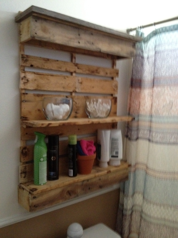 Using old pallets for bathroom pallet ideas recycled for Bathroom ideas made from pallets