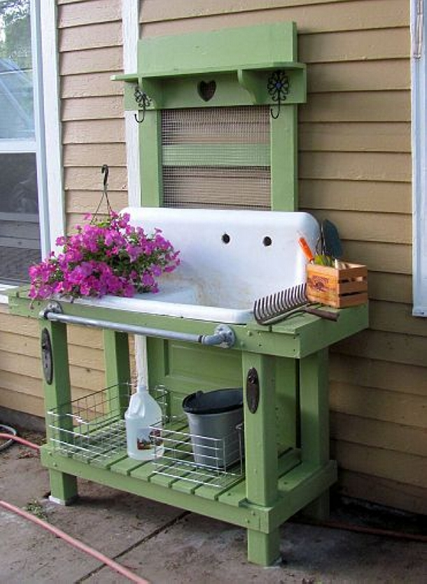Wood Pallet Potting Benches | Pallet Ideas