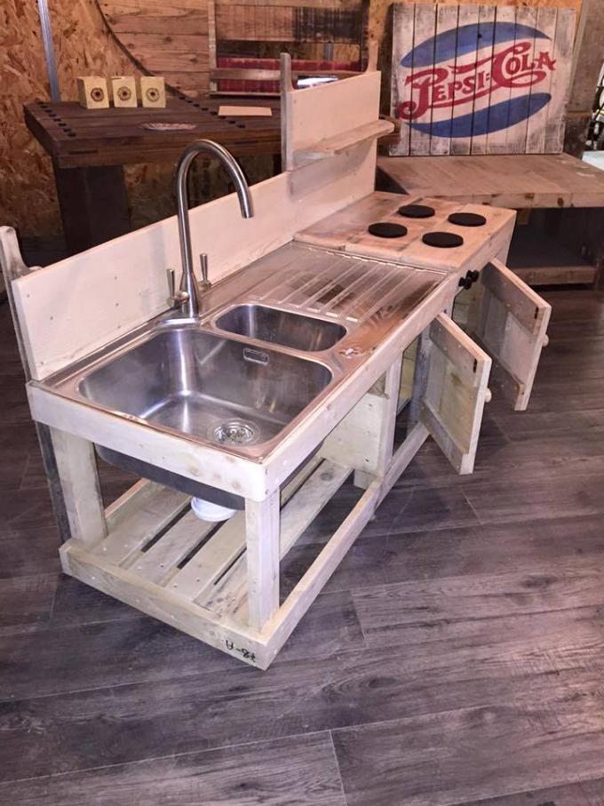 Sensational pallet kitchen for kids pallet ideas - Table a manger palette ...