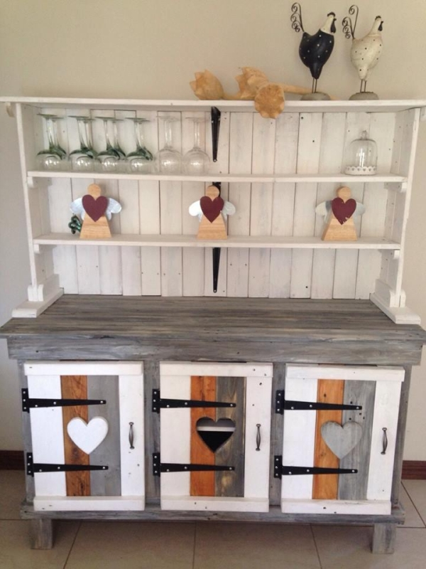 Pallet kitchen storage ideas pallet ideas recycled for Making storage shelves out of pallets