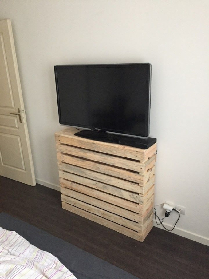 Simple pallet tv stand idea pallet ideas recycled for How to make tv cabinet