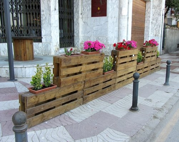 1000 images about recycling ideas furniture items on for Recycle pallets as garden planters