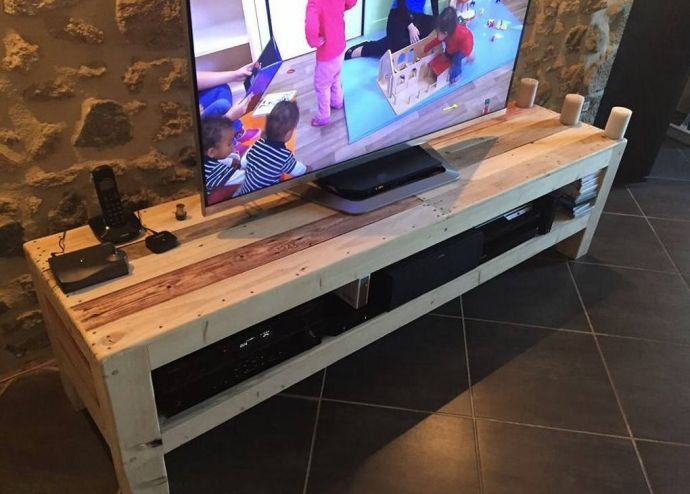recycled pallet wood tv stand pallet ideas. Black Bedroom Furniture Sets. Home Design Ideas