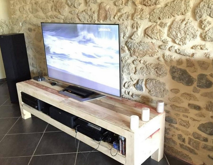 Recycled pallet wood tv stand pallet ideas - Meuble tv diy ...