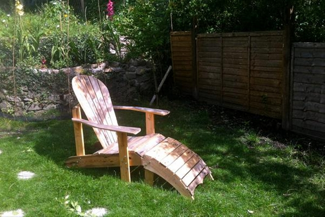 Pallet Wood Footstool Chair