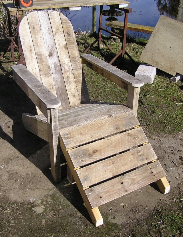 Reclaimed Pallet Footstool Chair