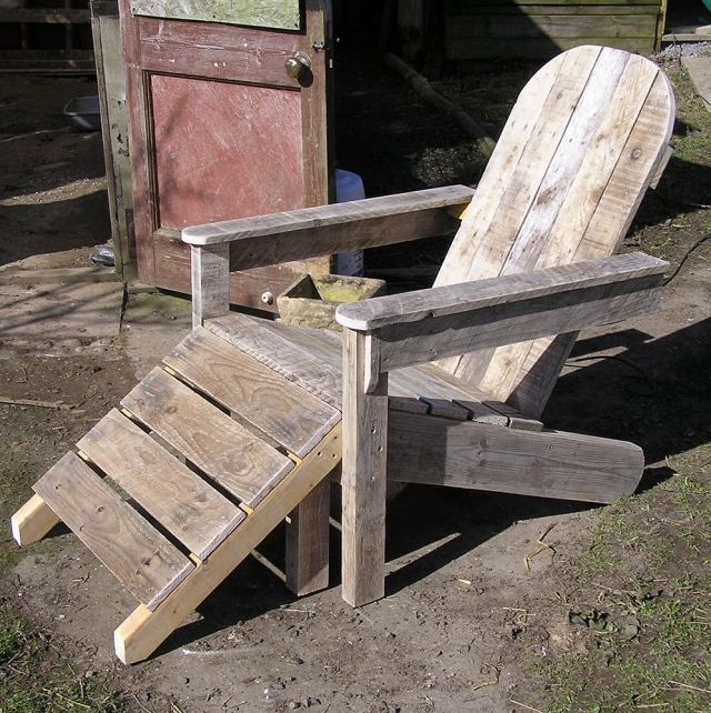 Upcycled Pallet Footstool Chair