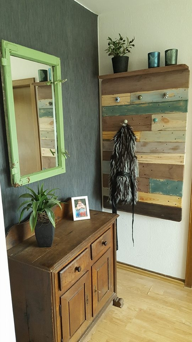 hanging idea with pallets wood