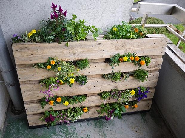 Pallet Garden With Bench Pallet Garden Projects Pallet Garden Ideas
