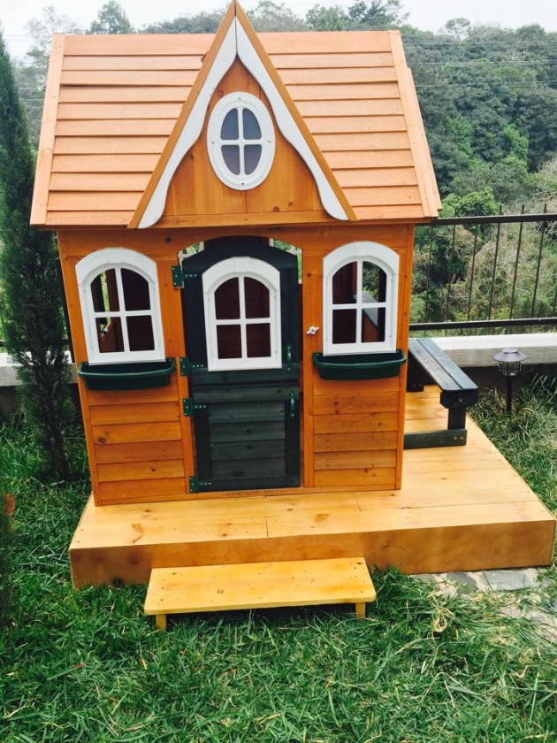 pallet wood kids playhouse