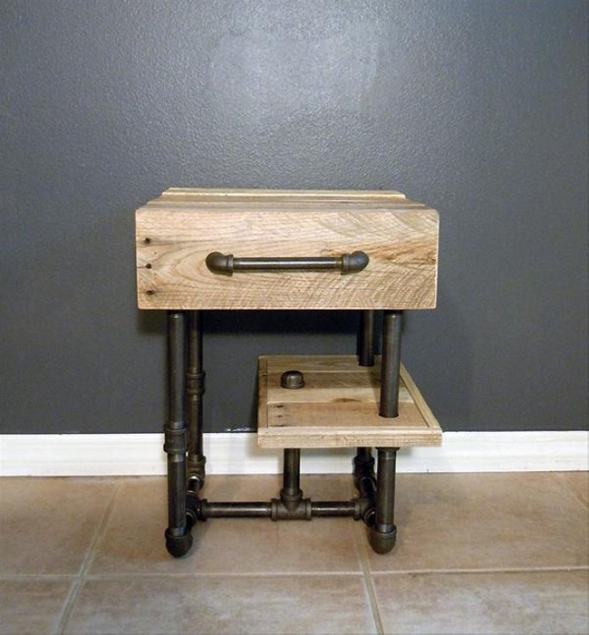 reclaimed wood pallet bedside table
