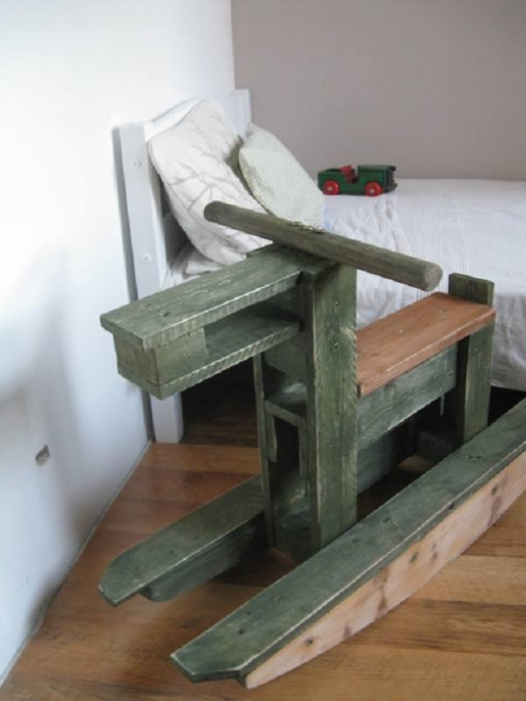 Wood pallet horse toy for kids pallet ideas recycled for Toy pallets