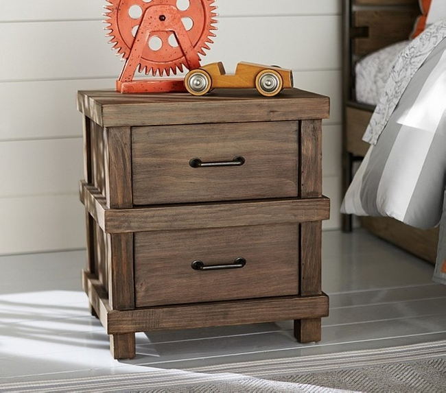 repurposed pallet bedside table