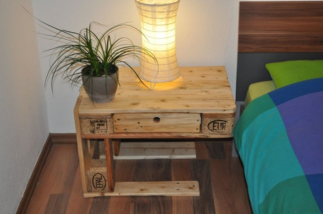 wooden pallet bedside table