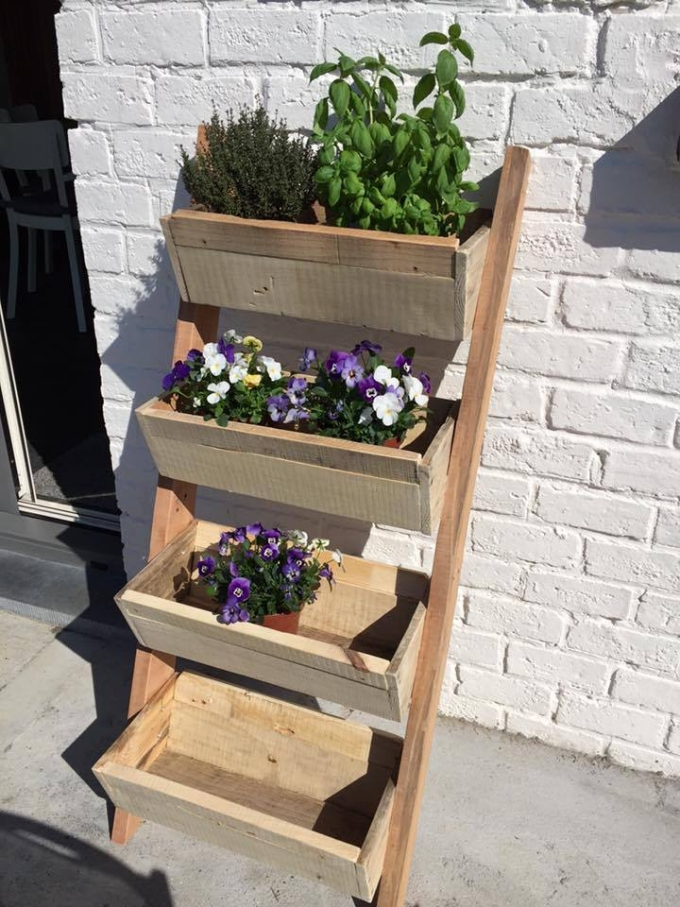 Repurposed pallet planter pallet ideas recycled for What can you make with recycled pallets
