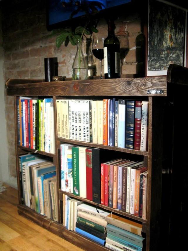Pallet Bookshelf Ideas With