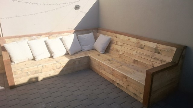 pallet corner couch for outdoors