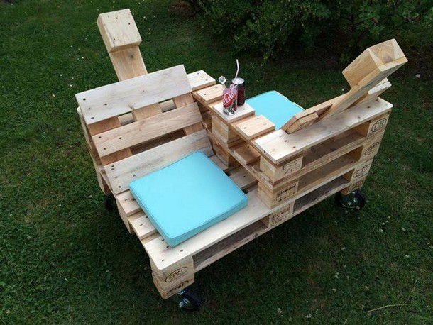 Pallet furniture for outdoor pallet ideas recycled for Pallet furniture projects