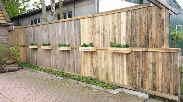 pallet fence with planters
