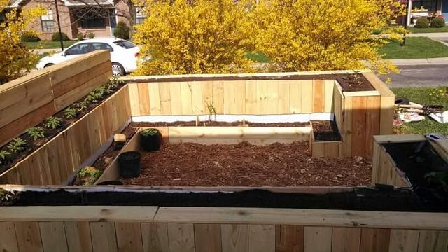 pallet raised garden