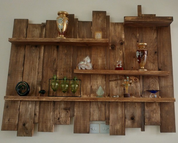 Upcycled pallet plans pallet ideas recycled upcycled for Pallet wall shelf