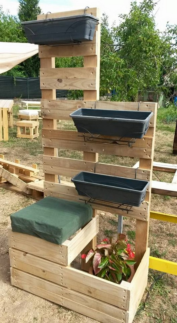 Stimulating wooden pallet ideas pallet ideas recycled for How to make a recycled pallet vertical garden
