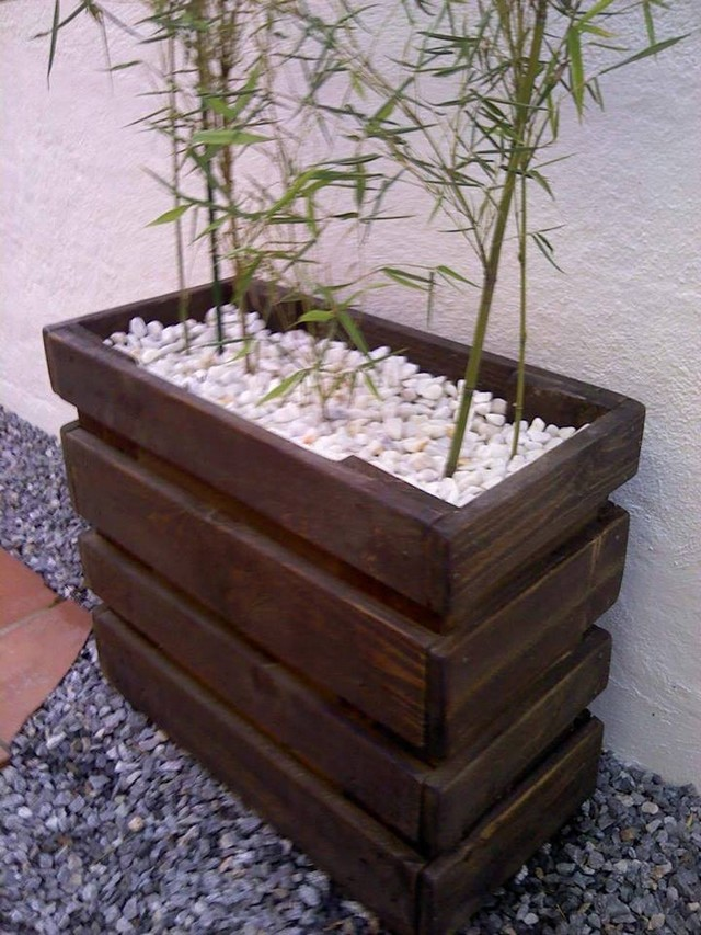 recycled pallet planter idea