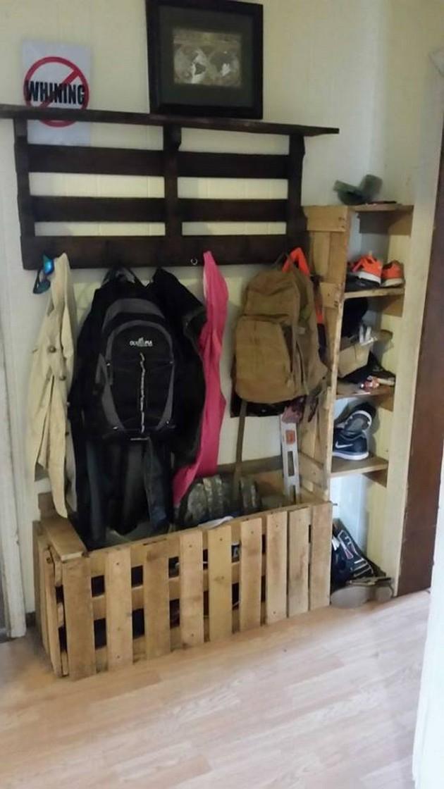 wood pallet hanger