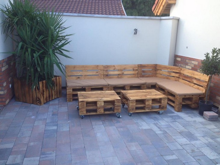 outdoor pallet wood furniture