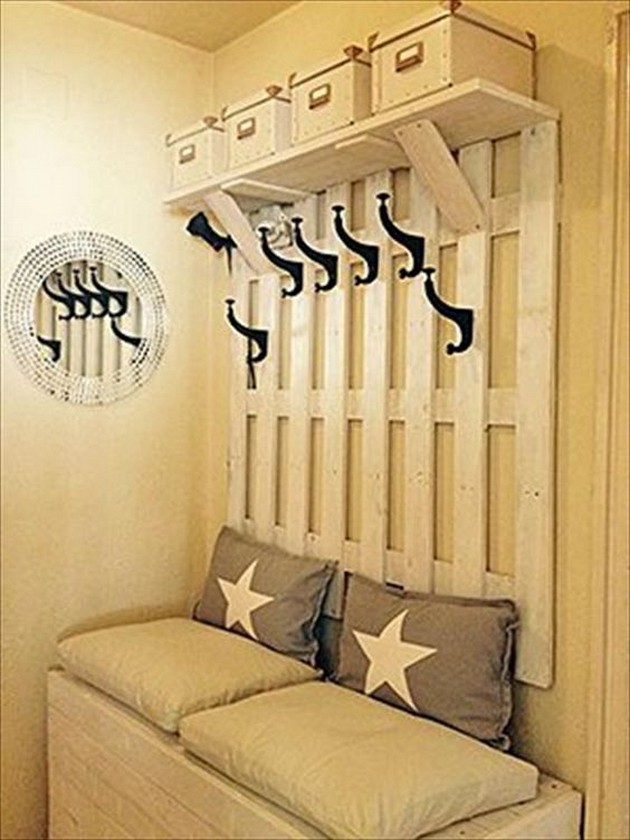 recycled pallet hanger idea
