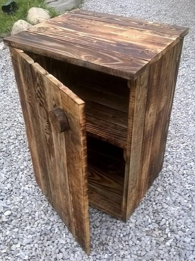 simple rustic pallet chest