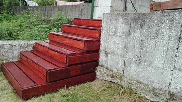 stairs made with pallets