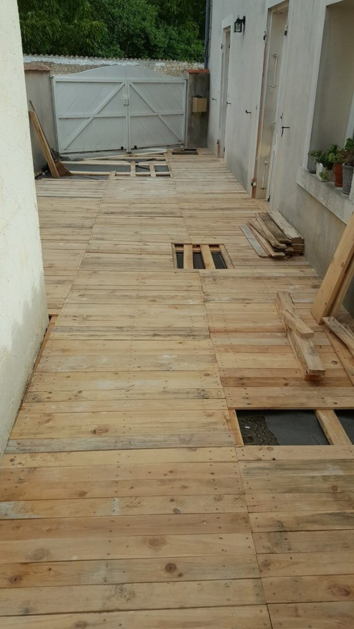 diy recycled pallet floor