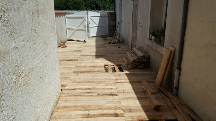 diy upcycled pallet flooring